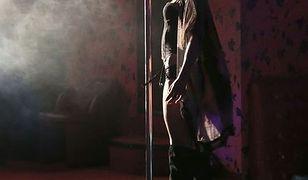 """""""Barwy szczęścia"""": Aleksandra Szwed tańczy na rurze w samej bieliźnie"""