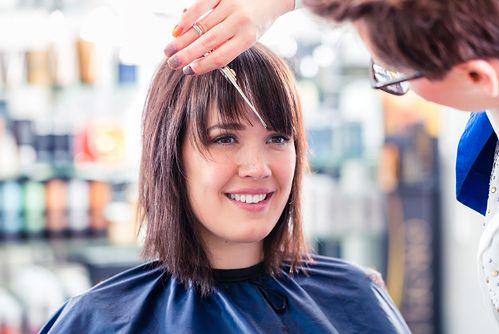 Modne fryzury z grzywką - propozycje