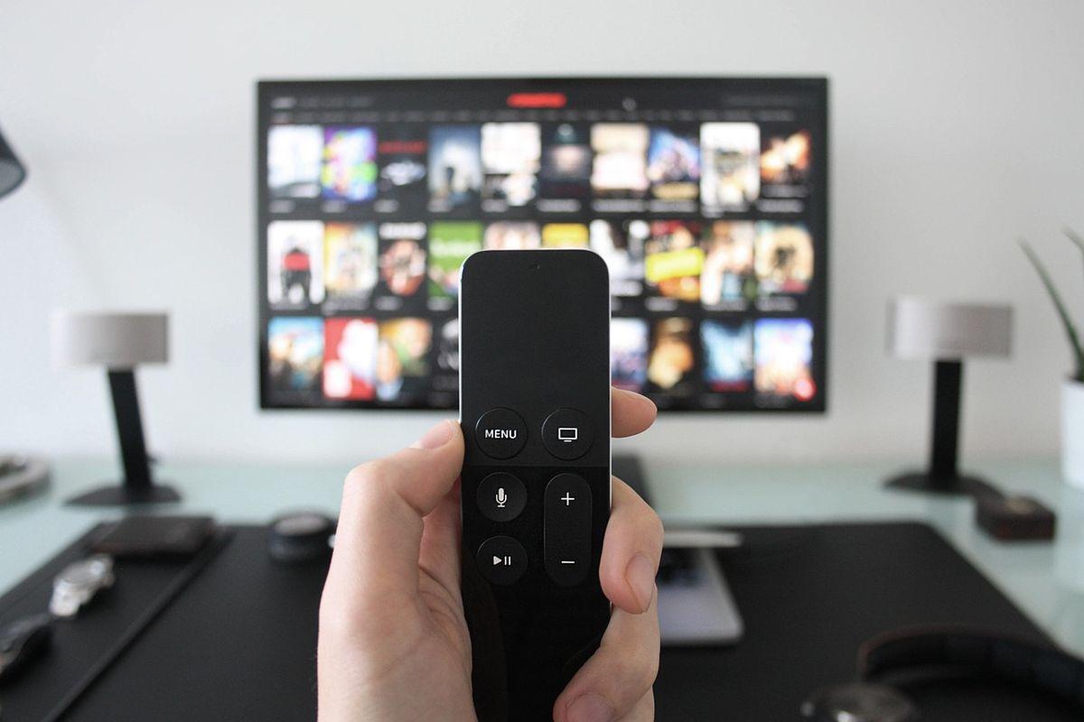 Nadciąga DVB-T2. Wiele osób będzie musiało kupić nowy telewizor. Jak się za to zabrać?