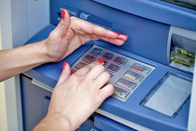 Przestępcy mają swoje sposoby, żeby odkryć kod PIN