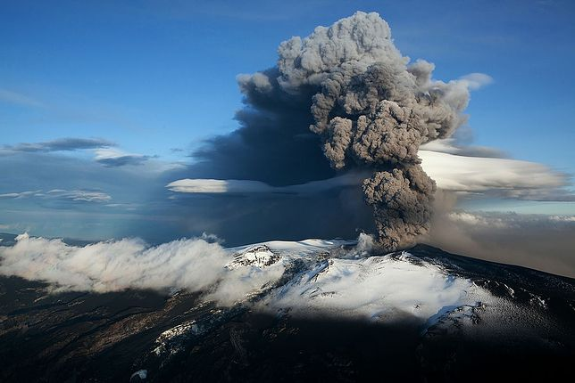 Erupcja wulkanu Eyjafjallajökull - zdjęcie ilustracyjne