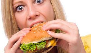 Śmieciowe jedzenie działa jak kokaina