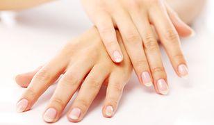 Mocne i błyszczące paznokcie upiększą każde dłonie
