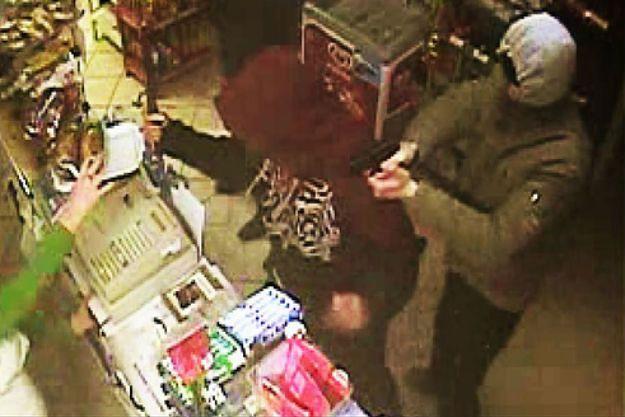 Policja poszukuje sprawców napadu na sklep w Karpaczu