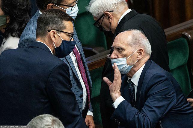 """Uderzenie w Macierewicza. """"Kariera po Smoleńsku"""""""