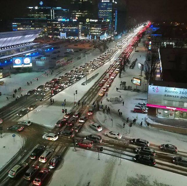 Śnieg zablokował Trójmiasto. Paraliż na drogach