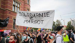 Margot i jej aresztowanie. Manifestacja we Wrocławiu. N/z protestujacy