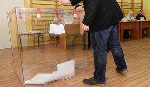 Wybory 2019. Przez kilka minut w dwóch lokalach nie wydawano kart do głosowania