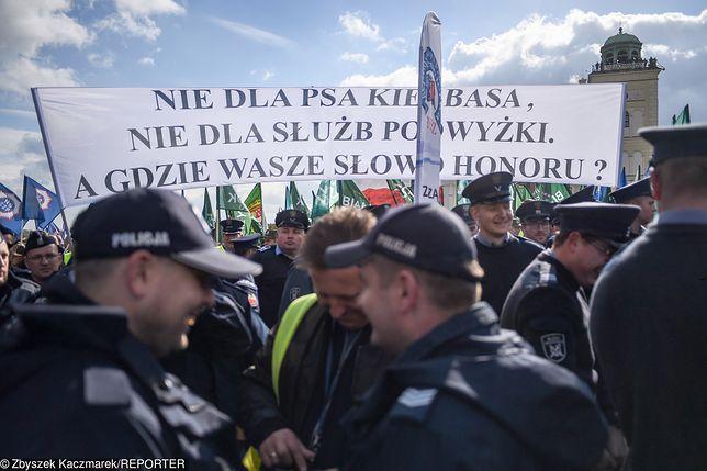 Protest funkcjonariuszy służb mundurowych w Warszawie