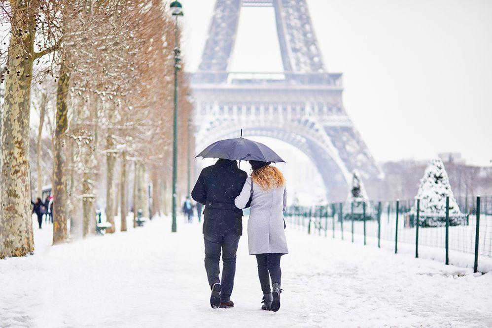 Paryż odżywa po zimowym paraliżu. Wieża Eiffla znów otwarta