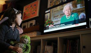 Królowa Elżbieta II bardzo rzadko przemawia w telewizji czy radiu. Zaledwie kilka razy w ciągu niemal 70 lat panowania