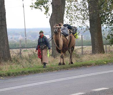 Kobieta od 5 października maszeruje przez Polskę
