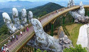 Złoty Most wybudowano w górskim resorcie Ba Na Hills w mieście Da Nang w Wietnamie