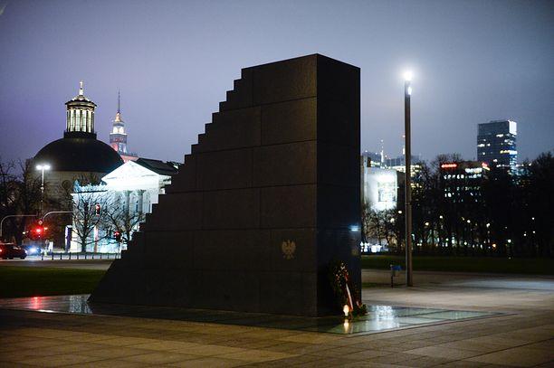 Warszawa. W nocy zniszczono pomnik (Photo by Omar Marques/SOPA Images/LightRocket via Getty Images)