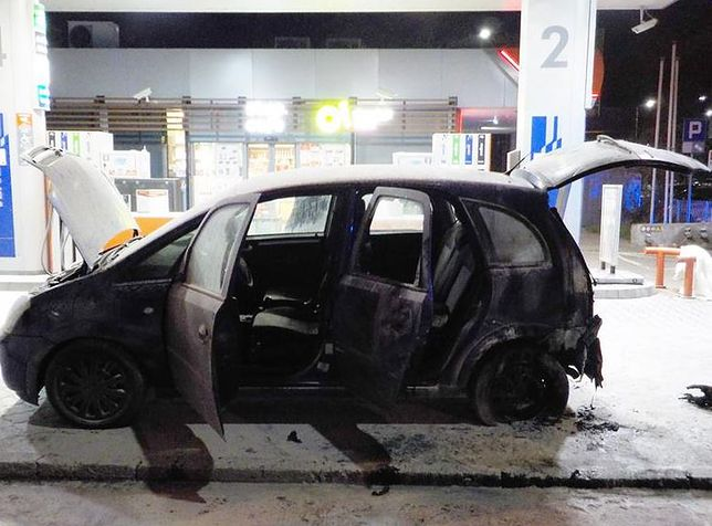 Warszawa. Na stacji benzynowej podpalili samochód sąsiadki, usłyszeli już zarzuty