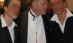 Ksiądz Henryk Jankowski, wieloletni proboszcz kościoła św. Brygidy. Przy wielu publicznych okazjach towarzyszyli mu młodzi mężczyźni, którzy pojawiali się także w plebanii lub pełnili funkcję ministrantów.