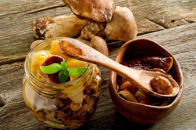Grzyby marynowane mają bardzo charakterystyczny i intensywny smak. Przepisy na grzyby marynowane