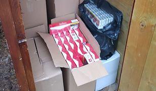 Śląsk. Sto tysięcy sztuk papierosów bez akcyzy. Paser chował je w drewnianym szalecie
