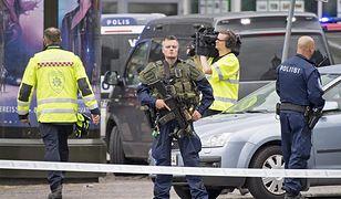 """Fińskie patrole z pistoletami automatycznymi M5. """"Bez związku z zamachem w Turku"""""""
