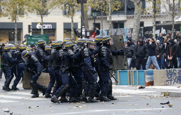 Starcia między policją a demonstrantami w Paryżu