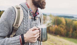 Kawa idealnie smakuje zarówno w domu, jak i pita na świeżym powietrzu