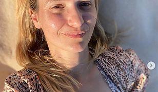 Joanna Koroniewska w pełnym makijażu. Pisze o kompleksach