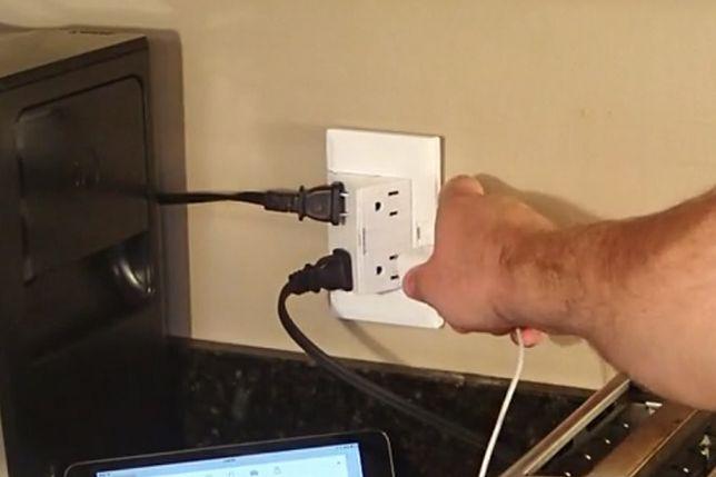 Elektryczne gniazdko wyskakujące ze ściany