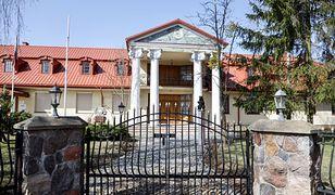 Tak mieszka abp Głódź. Najsłynniejszy polski sołtys ma ogromną rezydencję