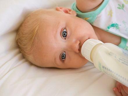 Zbyt długie karmienie butelką prowadzi do otyłości
