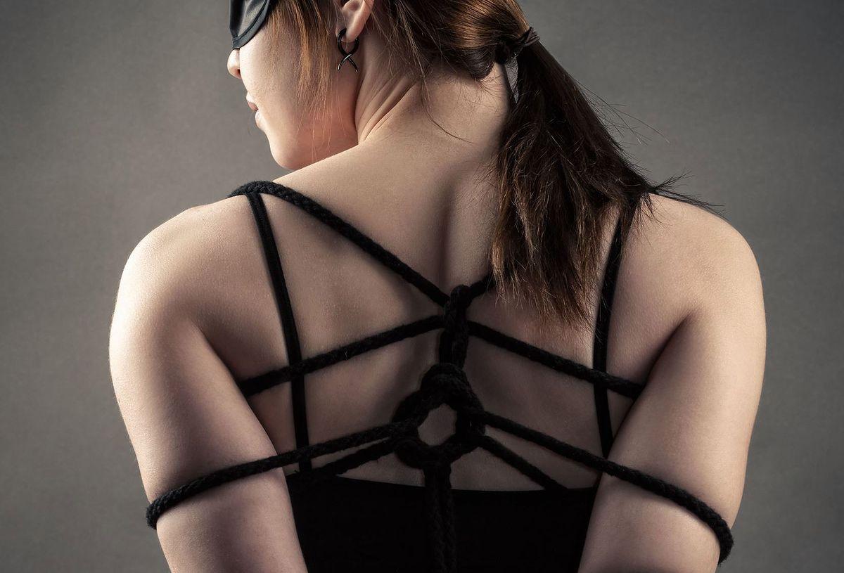 Dlaczego tak uwielbiamy BDSM? Odpowiada ekspertka