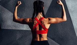 Mięśnie naramienne są odpowiedzialne za zginanie ramion i stabilizowanie stawu ramiennego.