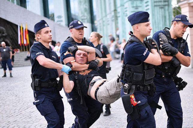Warszawa. Policja usunęła protestujących z placu Krasińskich