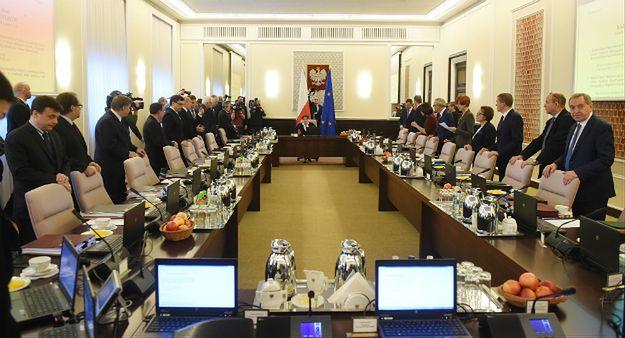 Sondaż CBOS o rządzie Beaty Szydło. Jej gabinet ma więcej przeciwników niż zwolenników