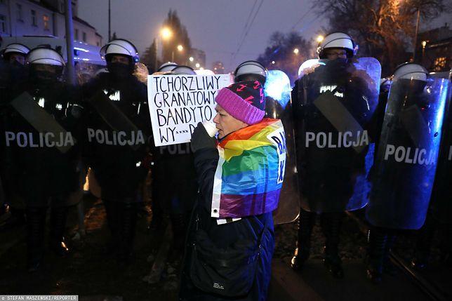 Babcia Kasia podczas strajku kobiet