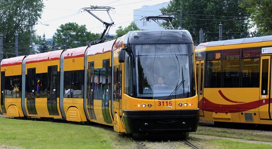Warszawa. Zderzenie tramwaju i auta