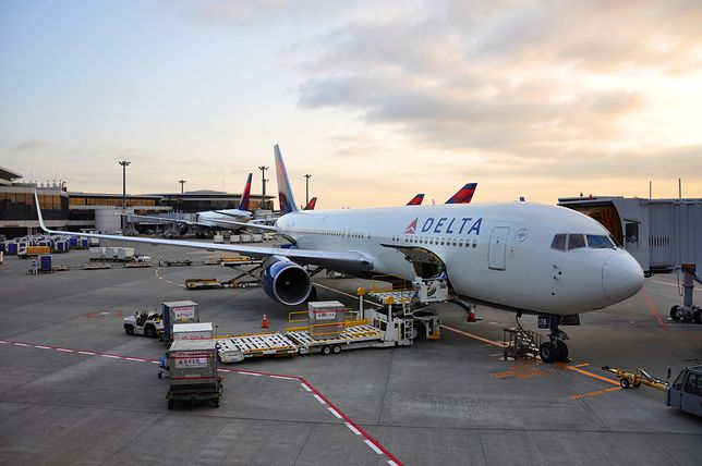 Rzeczniczka Delta Airlines, Kate Modolo, potwierdziła, że linia lotnicza współpracowała z władzami w celu zbadania incydentu