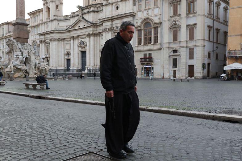 Włoski ksiądz odmówił przyjęcia respiratora. Chciał pomóc młodszemu pacjentowi
