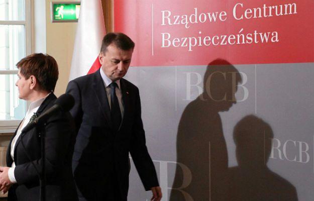 Minister spraw wewnętrznych i administracji Mariusz Błaszczak oraz premier Beata Szydło