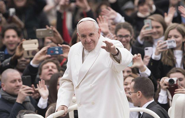 Papież Franciszek na placu Świętego Piotra
