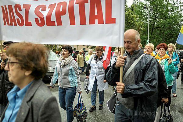 """Katowice: """"Liczymy na wasze sumienie!"""" Protest w obronie szpitala w Pszczynie"""