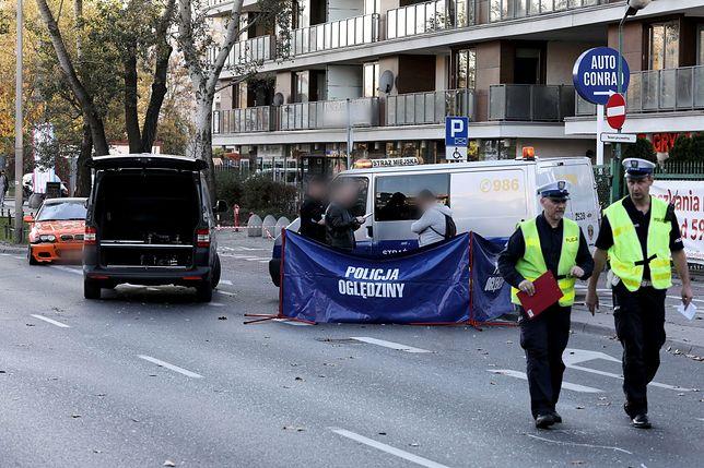 Warszawa. W niedzielę osobowe bmw śmiertelnie potrąciło mężczyznę na przejściu dla pieszych