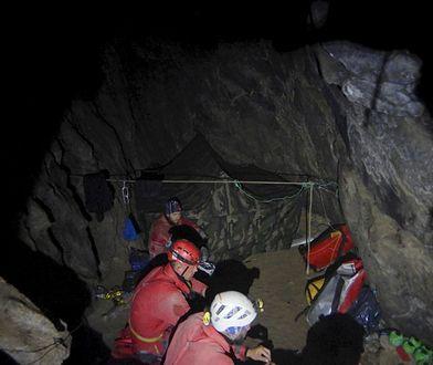 Tatry. Ratownicy TOPR podczas akcji w Jaskini Wielkiej Śnieżnej