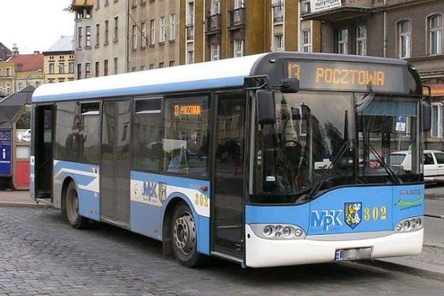 Nabożeństwo w miejskim autobusie. Oryginalny pomysł duszpasterza z Legnicy