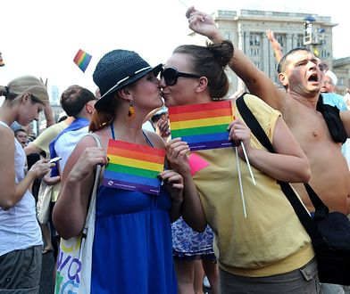 """""""Na wszelkiego rodzaju paradach, środowiska homoseksualne swoją seksualnością epatują. Szkoła nie jest odpowiednim do tego miejscem""""."""