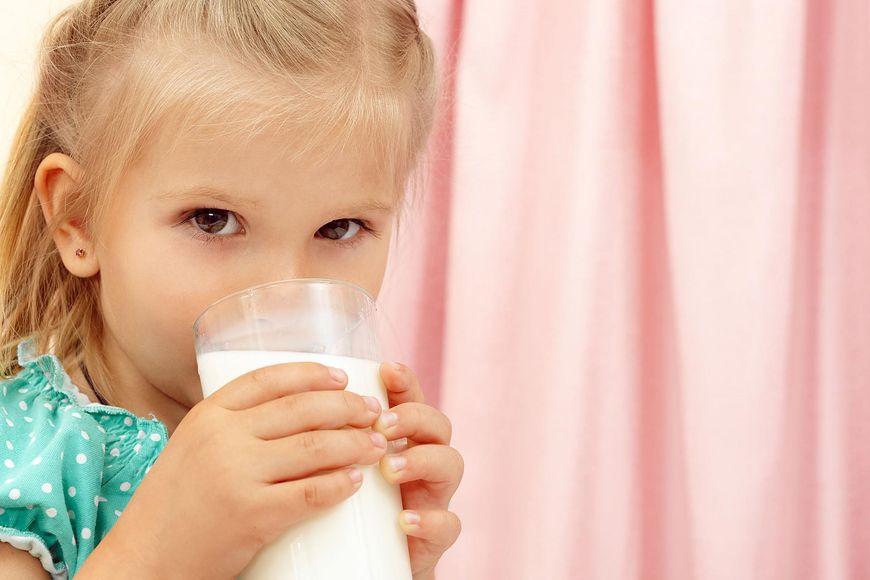 Mleko kozie jest polecane dzieciom