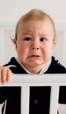 Ta choroba pojawia się zwykle u dzieci pomiędzy pierwszym a drugim miesiącem życia