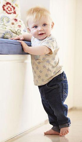 Kolejny krok w rozwoju – zobacz, jak zachęcić do niego niemowlę!