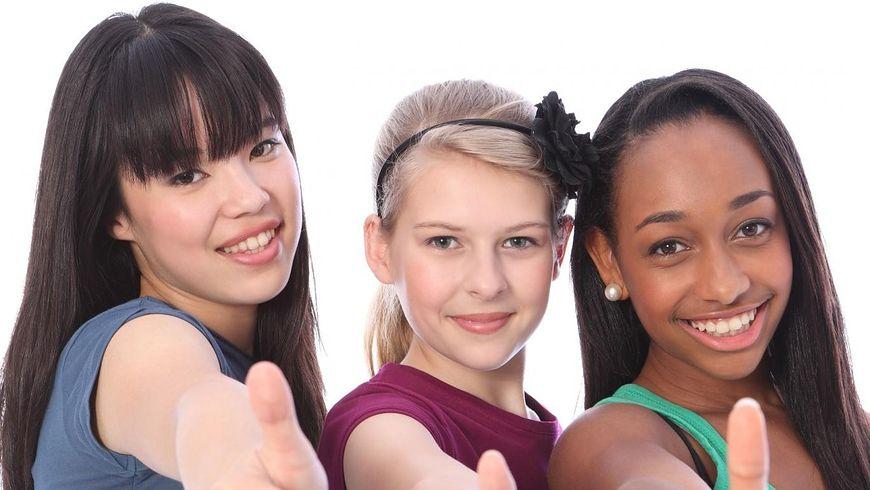 Długie fryzury dla dzieci czy młodzieży to wiele możliwości stylizacji