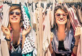 Skompletuj swój niezbędnik ubraniowy na wyprzedaży