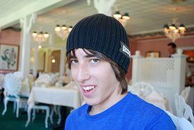 Jaką fryzurę może nosić nastolatek, aby nie musiał ukrywać się pod czapką?